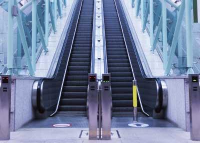 Escaleras Rampas y Andenes Móviles
